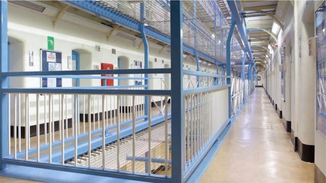 La Gran Bretagna sta considerando di rilasciare prematuramente migliaia di prigionieri a causa della pandemia