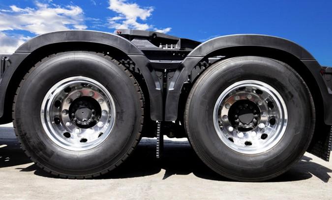 Entra em vigor a tarifa zero para importação de pneus de caminhões