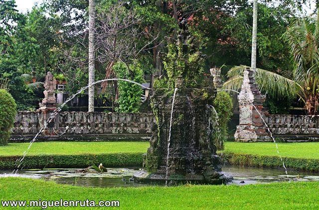 Estanque-Pura-Taman-Ayun-Bali