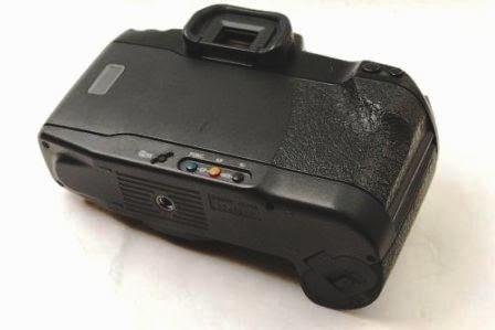 Canon EOS 10 QD tampak belakang dan bawah