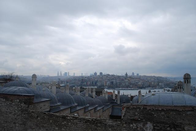 Вид из мечети Сулеймание (Süleymaniye Camii), Стамбул, Турция.