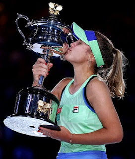 Sofia Kenin beats Garbine Muguruza to win first grand slam title in Australian Open 2020 women's singles.