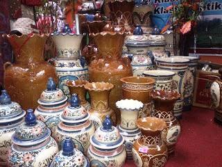 Kerjinan Keramik Desa Malahayu, Kabupaten Brebes, Jawa Tengah sebagai contoh dari KERAJINAN KERAMIK NUSANTARA (10 CONTOH DAN KETERANGANNYA)