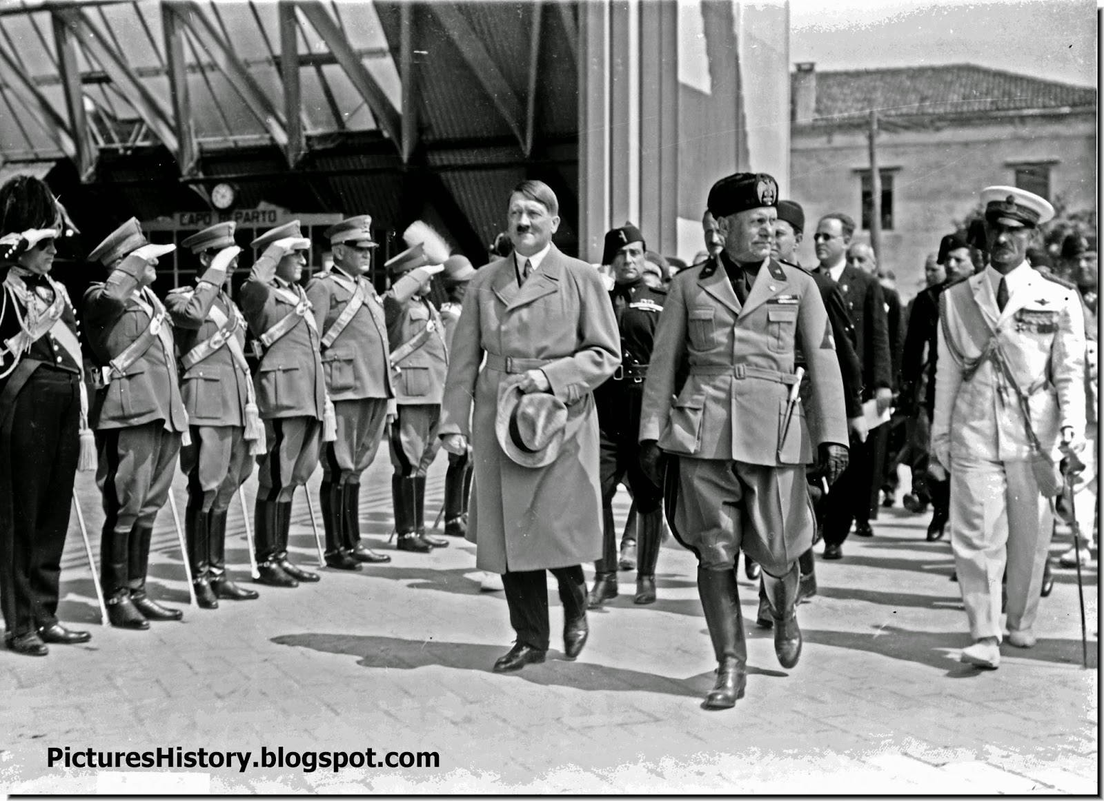 Hitler  guard of honor visit Italy Mussolini