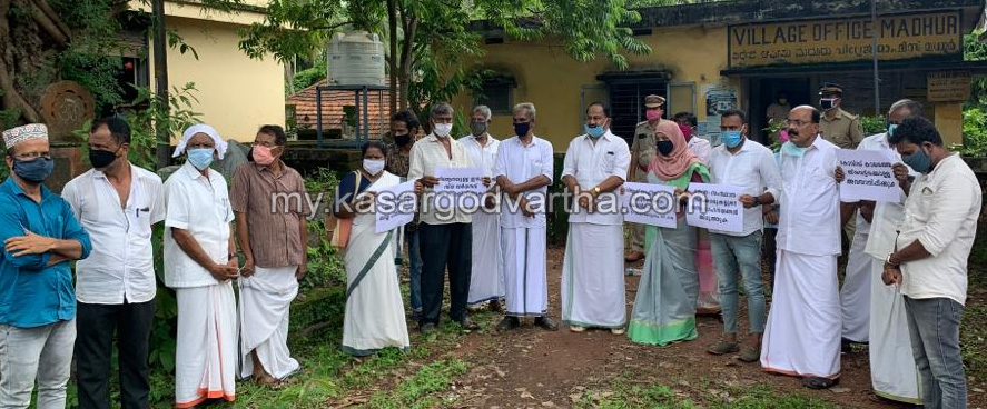 Kerala, News, Congress, Madhur, protest, Kseb, madhur congress committee protested against KSEB