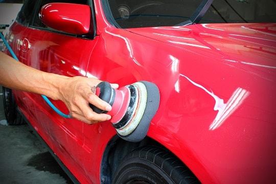 Có nên đánh bóng xe ô tô không?