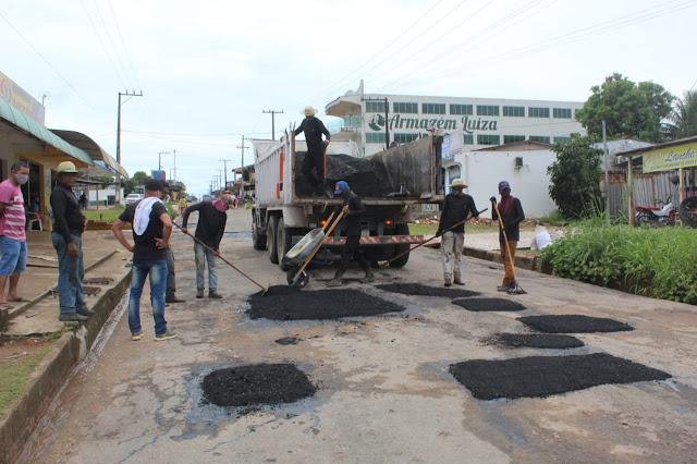 Prefeitura de Óbidos inicia a operação tapa buraco na Avenida Nelson Souza