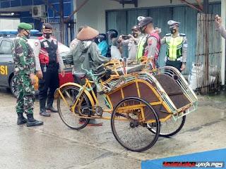 Operasi Yustisi Aparat Gabungan PPKM Covid Sasar Pasar Mayong