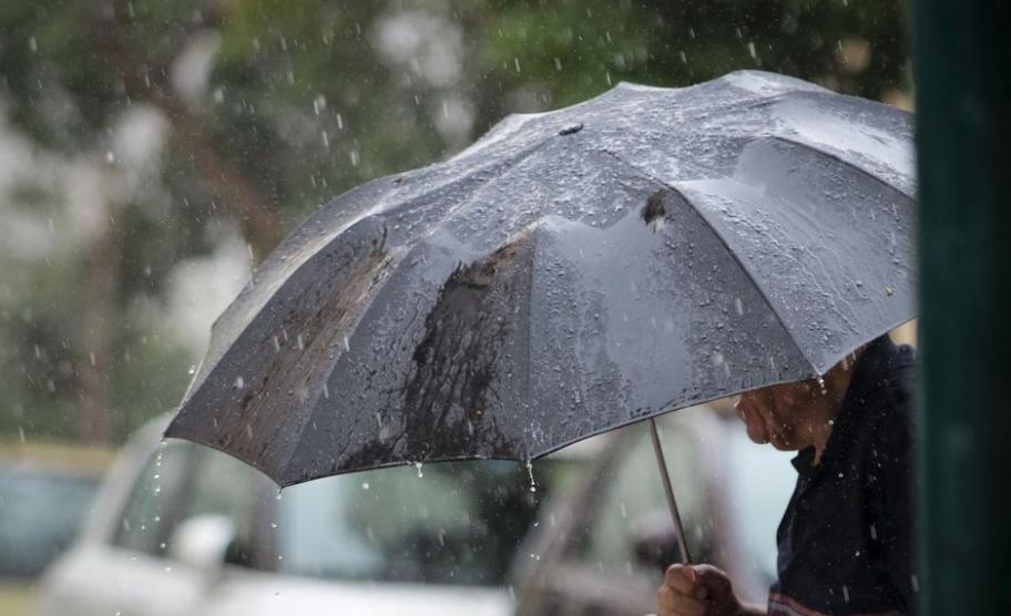 Meteo: Βροχές, καταιγίδες και πιθανώς χαλαζοπτώσεις τη Δευτέρα