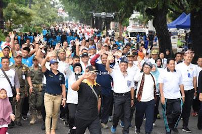 Kapolda Jambi Hadiri Jalan Sehat Keluarga Yang Dilaksanakan Oleh Pemprov Jambi Dan Polda Jambi