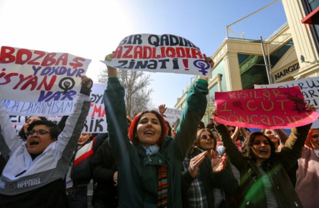 Detenciones durante una protesta feminista en Bakú