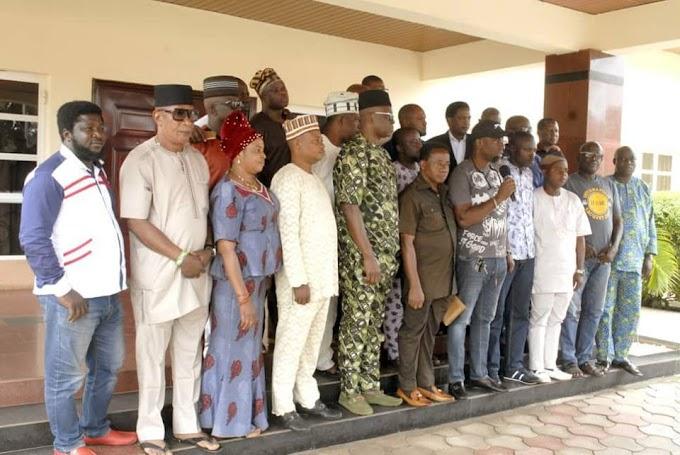 23 Members Of Ekiti House Of Assembly Storm Fayose's Residence (Photos)