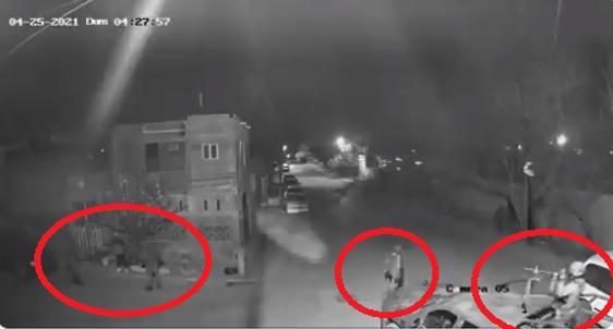 Video: Militares la acusaron de ser una halcona para abusar de ella, una vez que terminaron la obligaron a correr por la calle sin voltear a verlos