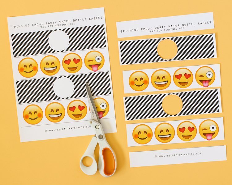These emoji themed party drink labels spin around to reveal different emoji faces!