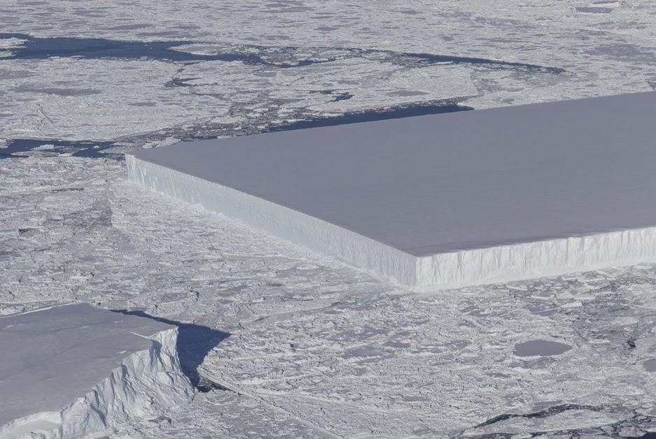 Φωτογραφία με πρωτοφανές γεωμετρικό παγόβουνο σαν γιγάντιο παγάκι έδωσε στη δημοσιότητα η NASA