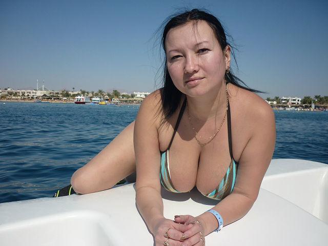 Babe blonde nipple nude