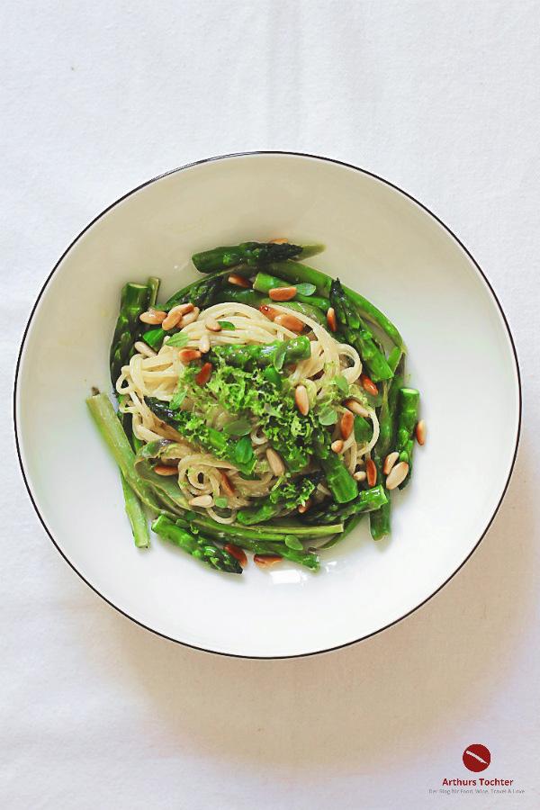 Die 7 besten Rezepte für grünen Spargel, zum Nachkochen auch für Ostern sehr empfohlen! #rezept #salat #ofen #gebraten #lachs #gegrillt #backofen #vegetarisch #pasta #zubereitung #vegan #risotto #pfanne #spargelwein #weinempfehlung #schälen #ei #sauce #hollandaise