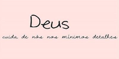 imagem com fundo rosa com a frase Deus cuida de nós nos mínimos detalhes