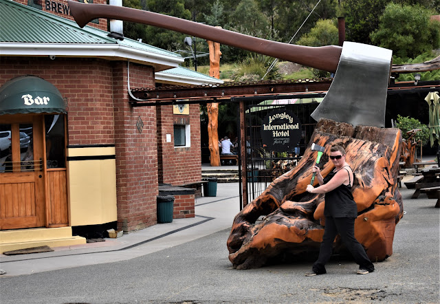 Longley BIG Axe   BIG Things Tasmania