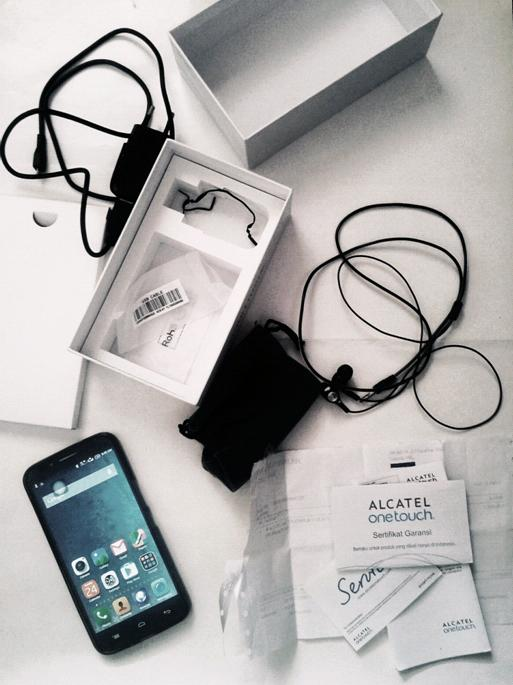 Alcatel OneTouch Flash Plus complete package
