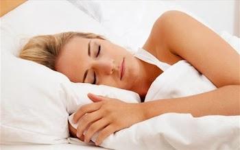 Τρία πράγματα που ΔΕΝ πρέπει να κάνετε πριν κοιμηθείτε