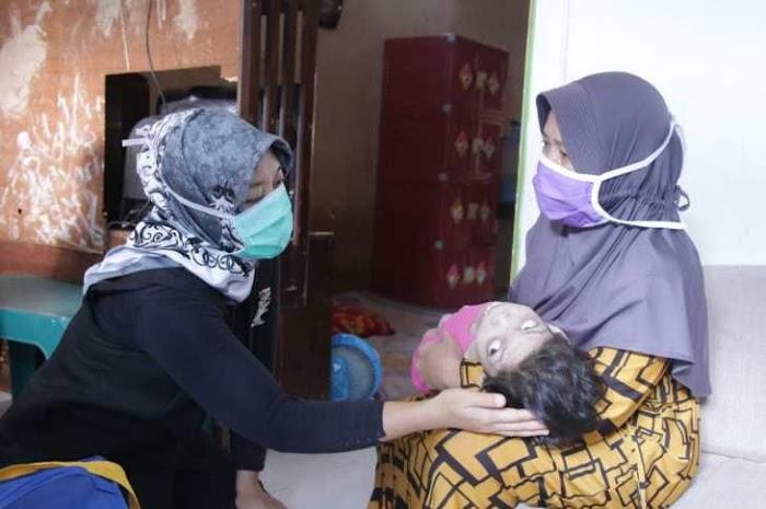 Ringankan Beban Masyarakat Terdampak Covid-19, Pemprov Lampung Bagikan Bantuan