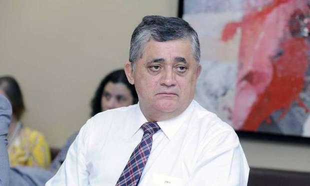Juiz reconhece prescrição e livra José Guimarães do processo de dólares na cueca