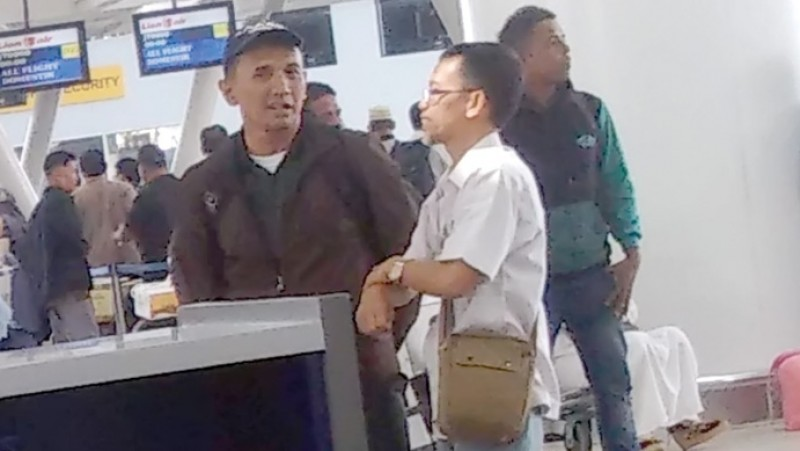 Pria mirip Gatot Pujonugroho di Bandara Kualanamu