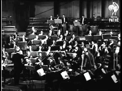 Adrian Boult conducting the BBC Symphony Orchestra in 1932