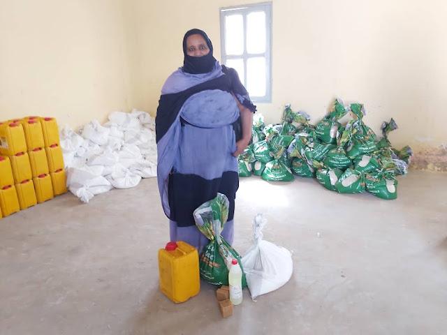نواذيبو : البلدية توزع مئات السلات الغذائية..- صور