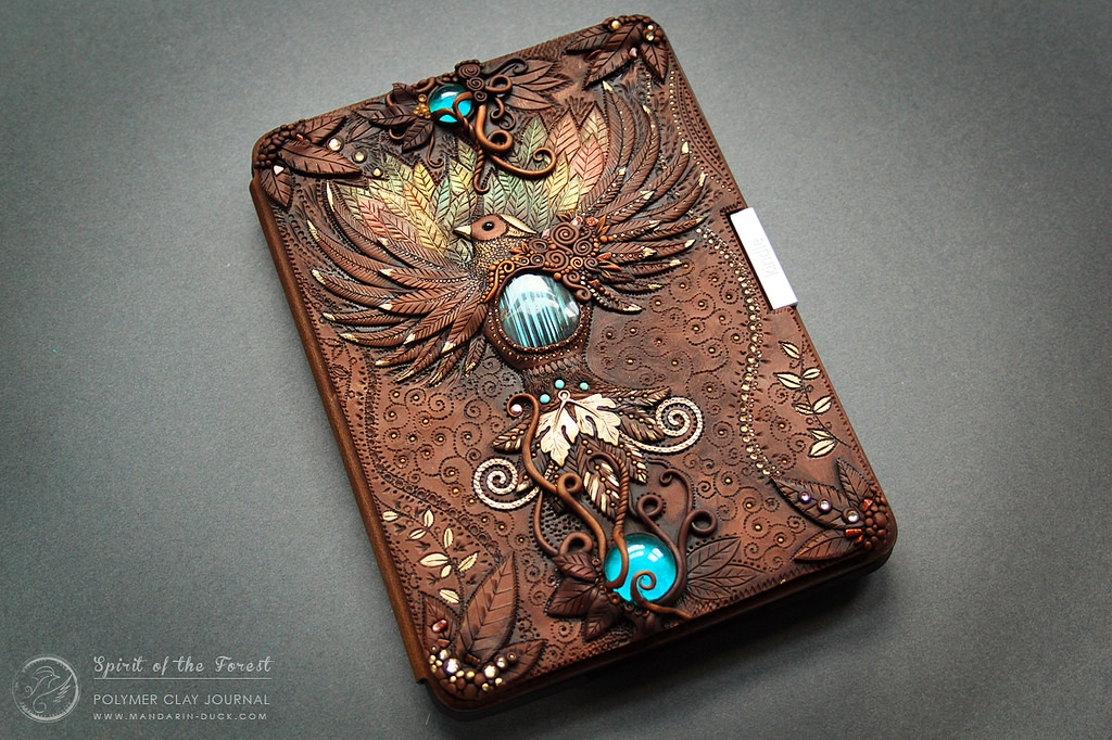 06-Kindle-Case-Aniko-Kolesnikova-Polymer-Clay-Book-Diary-and-Electronics-Cover-www-designstack-co
