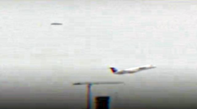 ¡OVNI durante una prueba de vuelo en el aeropuerto de Santa Lucía, cerca del presidente de México! 11 de febrero de 2021