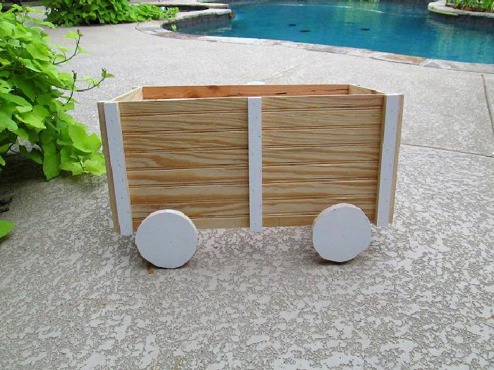 decorating-handmade-power-tools-wooden-wagon