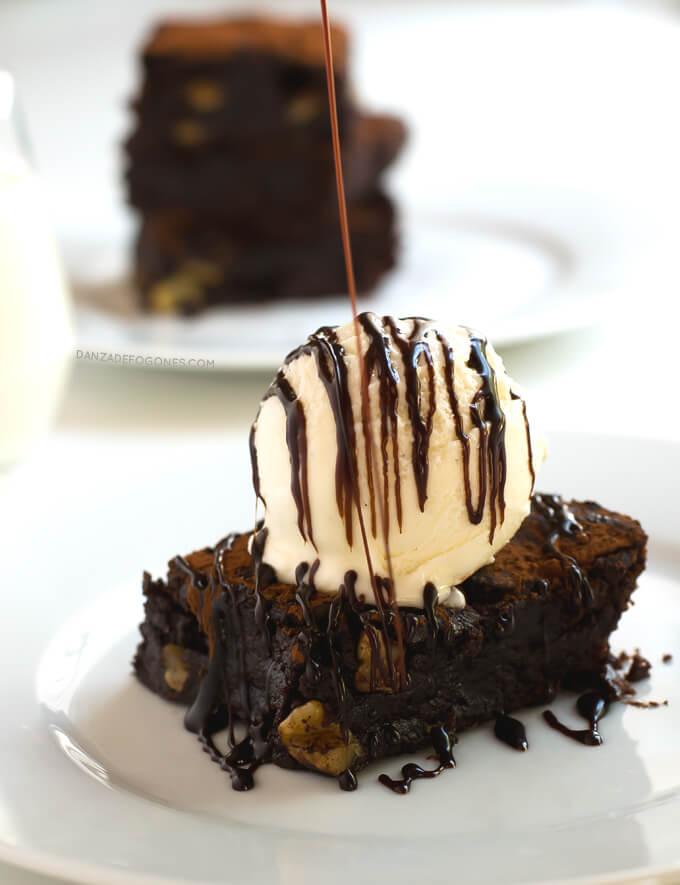 Vegan & Gluten-Free Chocolate Brownie | danceofstoves.com