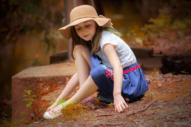 Elleanor de Provence jupe bleue à fleurs