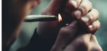 Hukum Bermain HP dan Merokok Saat BAB