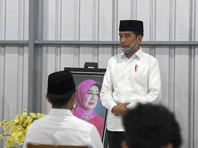 Presiden dan Keluarga Gelar Tahlilan untuk Almarhumah Ibunda Presiden Jokowi