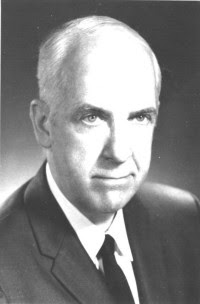Fungsi Manajemen Menurut George R Terry : fungsi, manajemen, menurut, george, terry, FUNGSI, MANAJEMEN, MENURUT, G.R.TERRY, LUTHER, GULLICK
