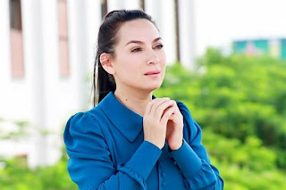 Nữ ca sĩ phi nhung mắc covid19