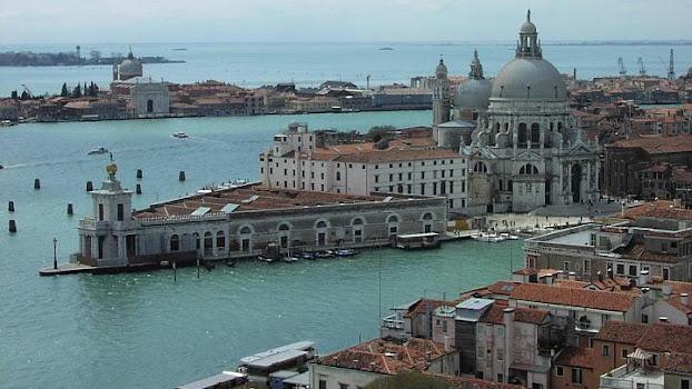 Venezia, via libera dal governo all'allontanamento delle grandi navi
