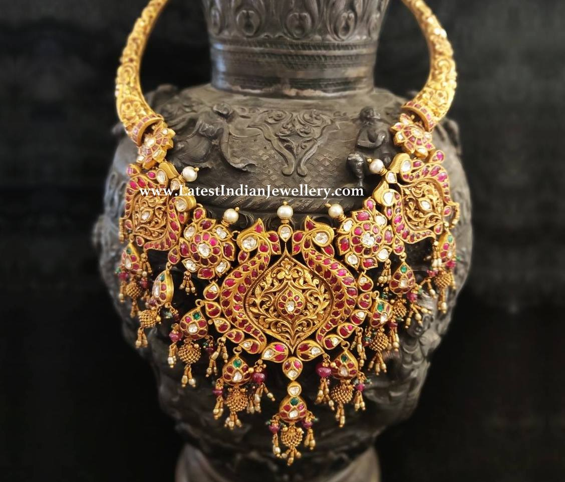 Quintessential Kundan Necklace