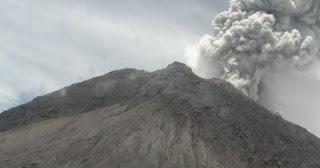 Gunung Merapi Bererupsi, Kolom Abu Terpantau Setinggi 5000 Meter