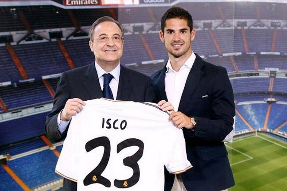 New signing Isco poses with Real Madrid president Florentino Pérez at his unveiling
