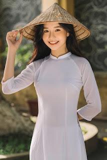 Nữ sinh xứ Thanh đẹp dịu dàng trong tà áo dài trắng