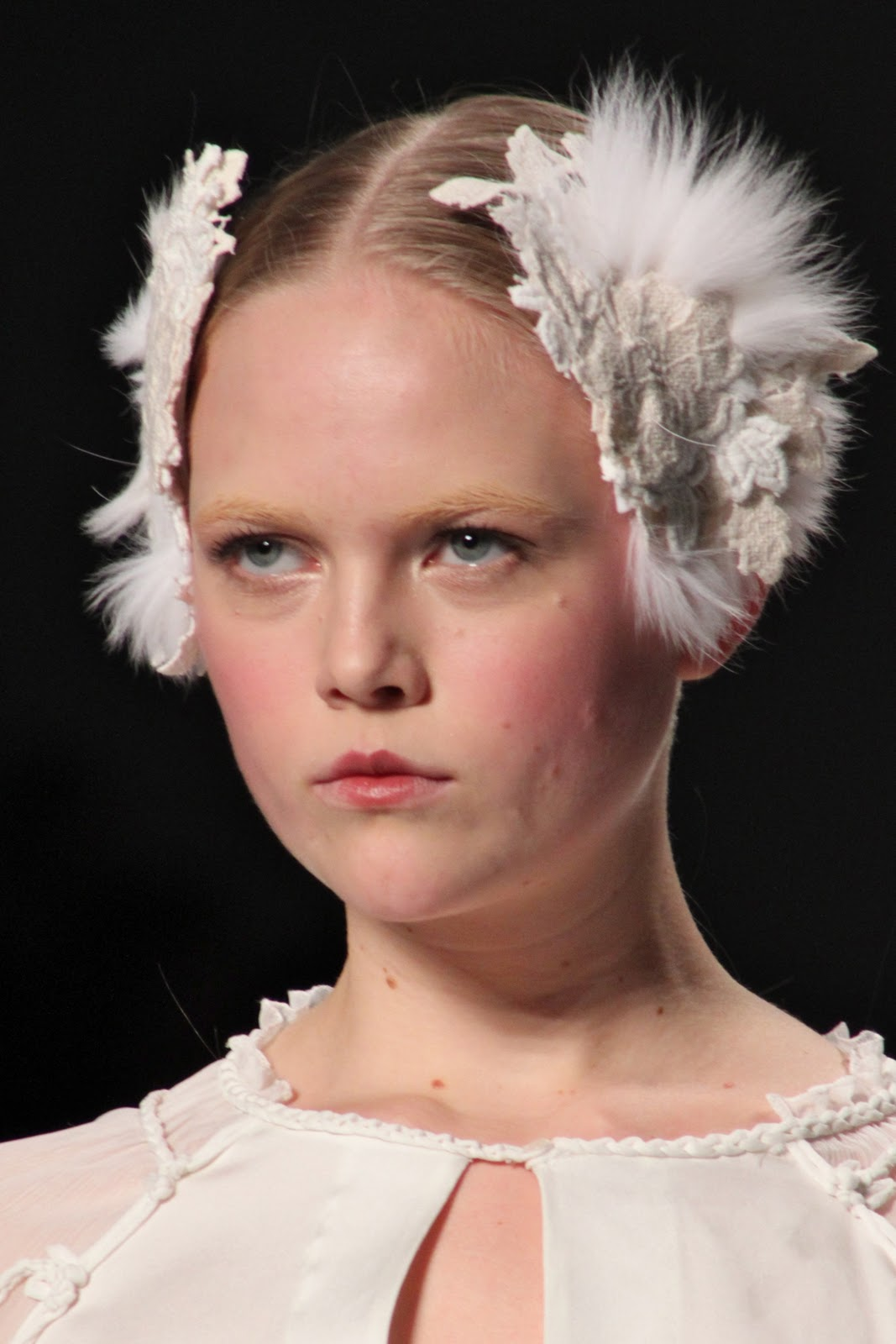 Beauty Junkie I E Caby Mac Eye Shadow: MAKEUP JUNKIE: NYFW F/W 2011 Beauty: Trend Report: Elie Tahari