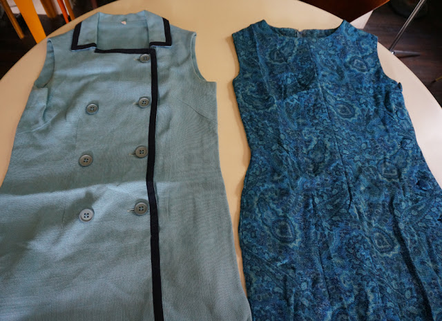 deux robes en lin des années 60  60's linen dress , trim and paisley 1960 mod twiggy