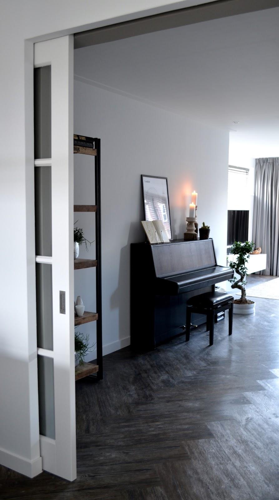 Interieur styling in dalfsen de woonkamer - Woonkamer in zwart ...