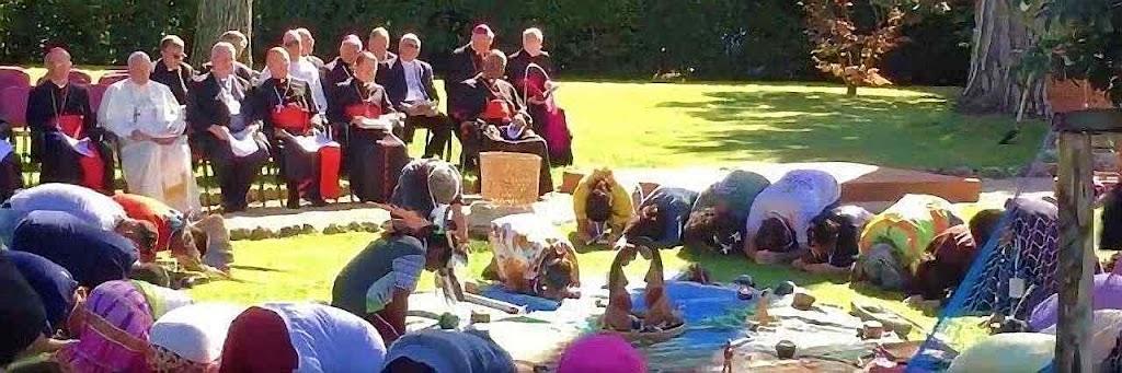 Adoração pagã de ídolos censados representar a Pachamama, ou 'Mãe Terra', nos jardins vaticanos presidida pelo Papa Francisco