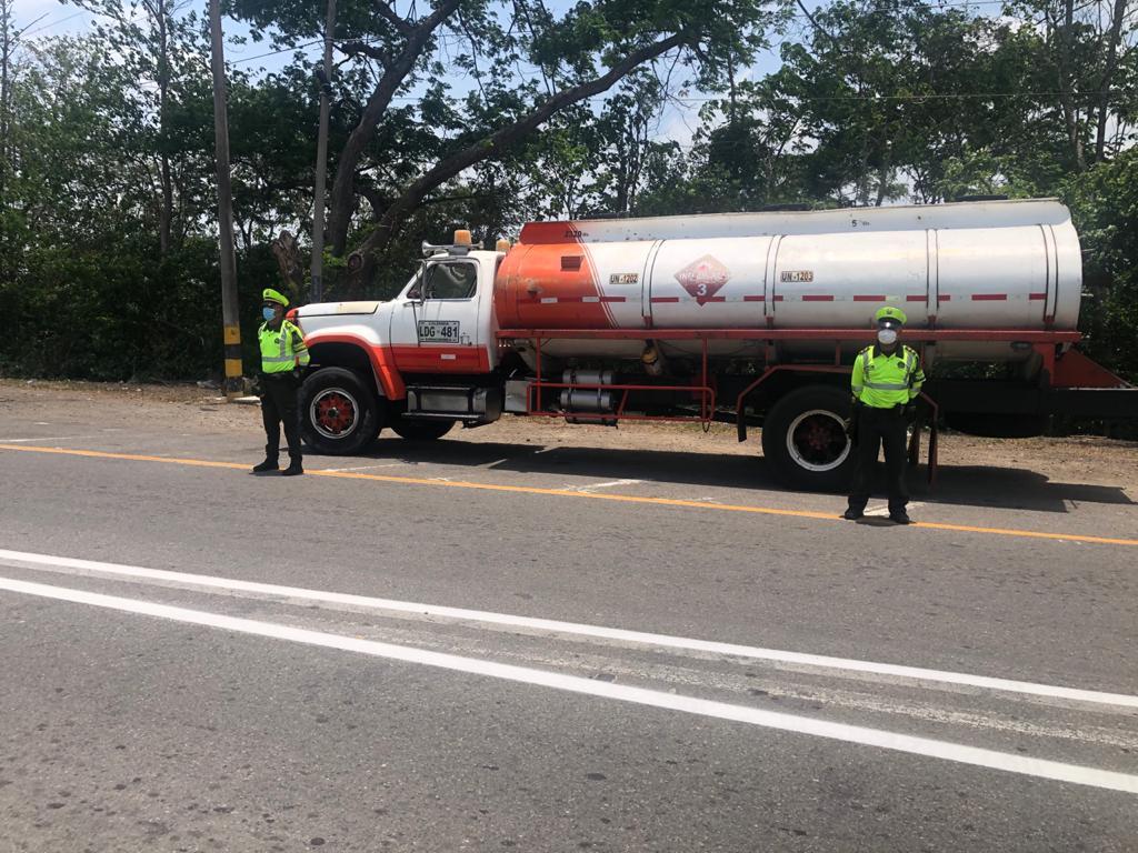 https://www.notasrosas.com/Seccional de Tránsito y Transportes (Setra) incauta combustible por $28.800.000 en La Guajira