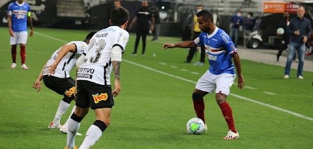 Em jogo movimentado, Bahia perde para Corinthians e amplia jejum